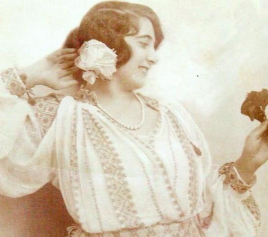 fata-din-braila-in-costum-popular-1920